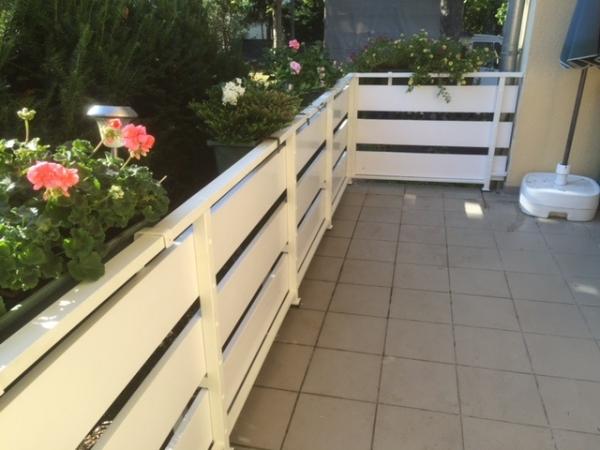 balkonbretter robust 20 cm breite in wei aus kunststoff. Black Bedroom Furniture Sets. Home Design Ideas